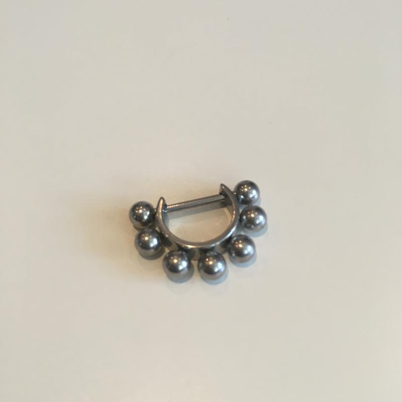 Bröst smycke med kulor