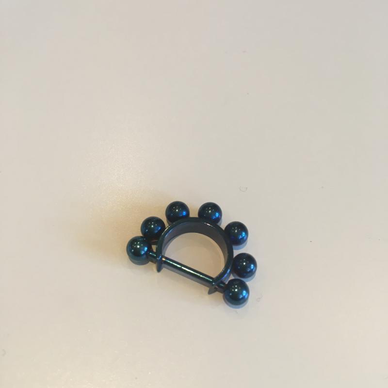 Bröst smycke med Svarta kulor