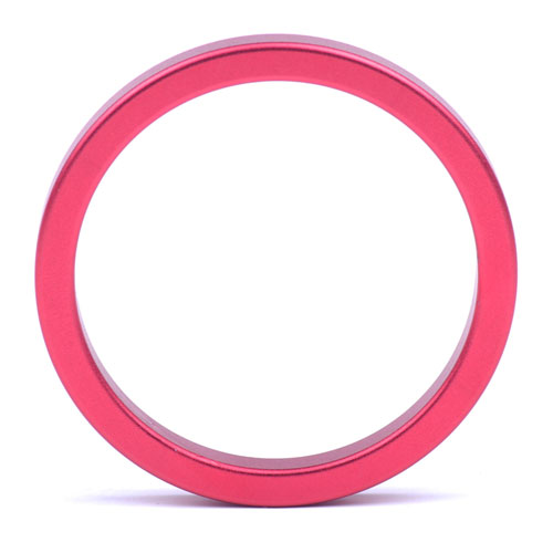 Röd pung-ring i metall