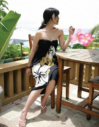 Svart Sarong med Stora blommor