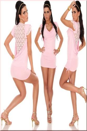 Sexig rosa klänning med spetsbeklädd rygg