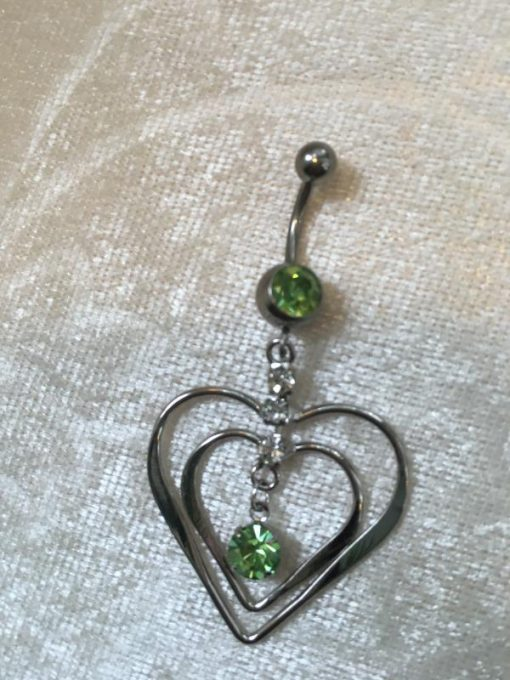 Navelsmycke hänge – Hjärta i hjärta med vita och gröna stenar
